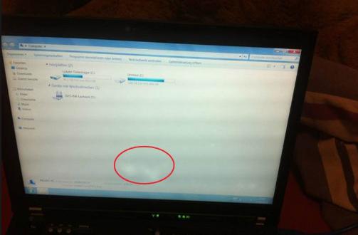 màn hình laptop bị đốm trắng